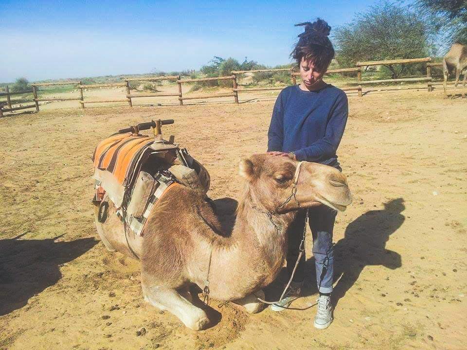 duurzaam reizen op een kameel