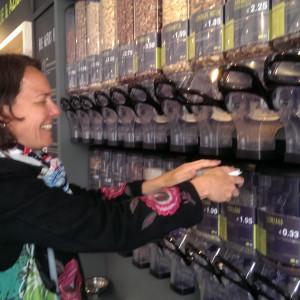 noten tappen bij verpakkingsvrije winkel