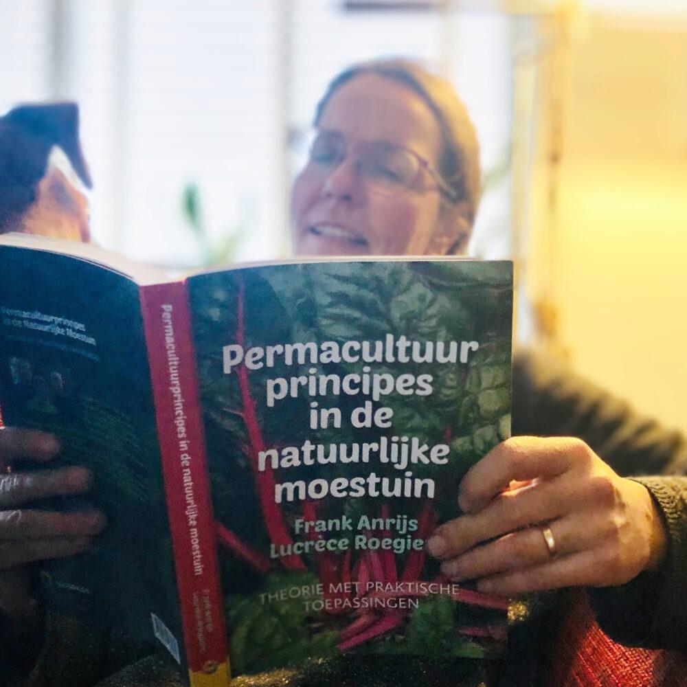 Leestip: Permacultuurprincipes in de natuurlijke moestuin
