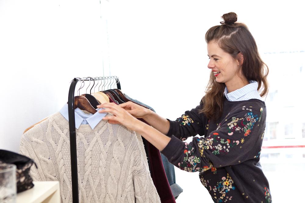 linda zoekt kleding uit